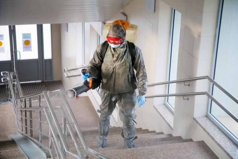 Кировские спасатели провели очередную дезинфекцию железнодорожного вокзала