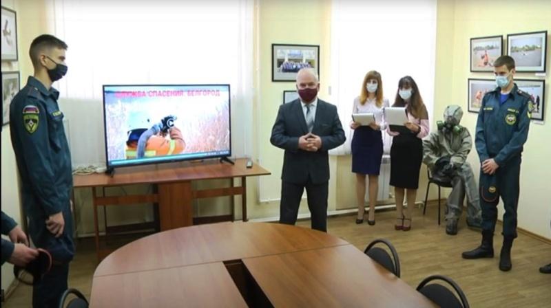 В белгородской фотогалерее открылась выставка о работе спасателей