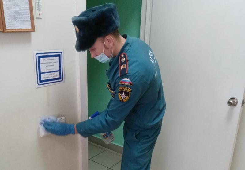 В пожарно-спасательных подразделениях регионального МЧС продолжается дезинфекция