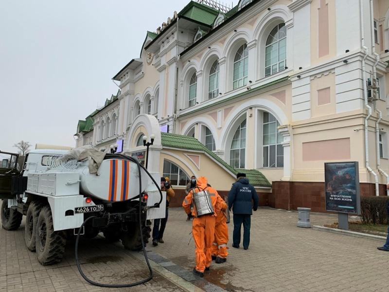 Военнослужащие МЧС России обработали хабаровский железнодорожный вокзал