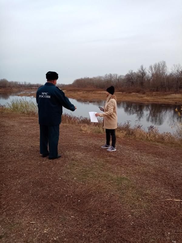 Инспекторы ГИМС вновь предупредили оренбуржцев о правилах безопасности у воды осенью