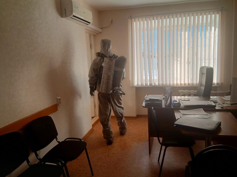 Подразделения МЧС России в рамках межведомственного взаимодействия проводят дезинфицирующую обработку объектов МВД