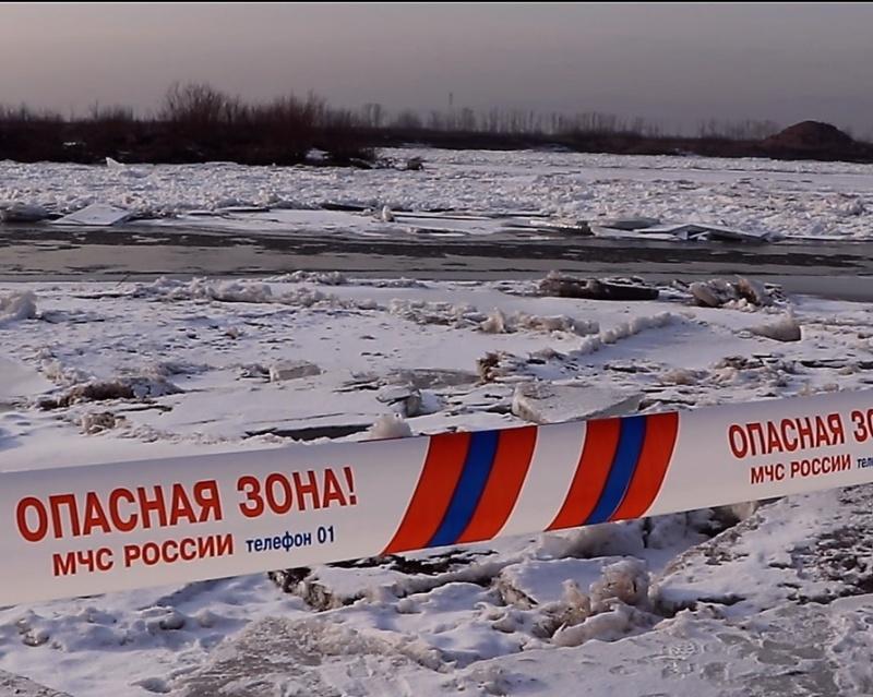 Второй случай провала человека под лед произошел в Кабанском районе Бурятии. Будьте бдительны: не выходите на лед!