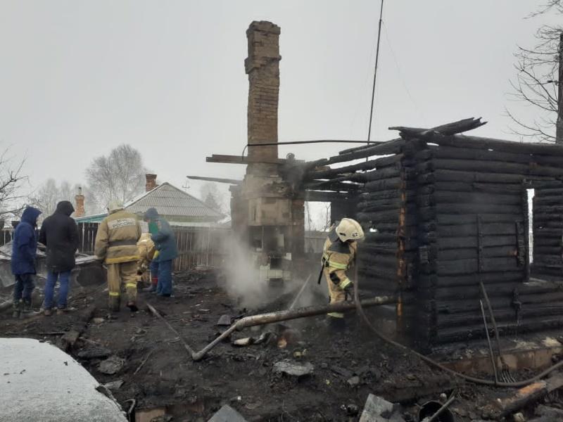 Пожарные ликвидировали крупное возгорание в селе Новосибирской области