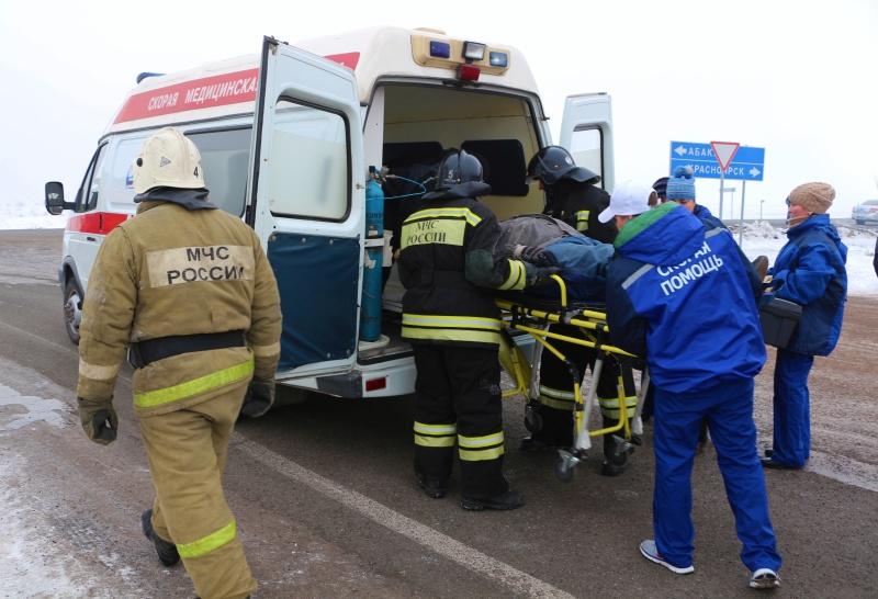 МЧС России призывает автомобилистов быть внимательнее и соблюдать безопасность движения на дорогах