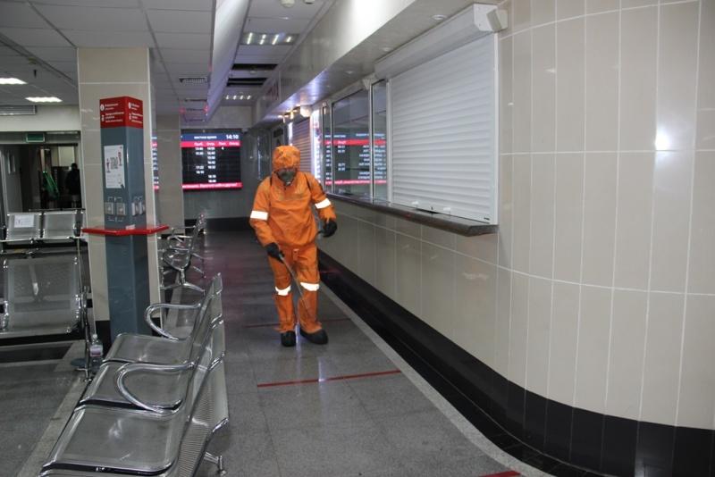 Специалисты МЧС России продезинфицировали здание Хабаровского вокзала