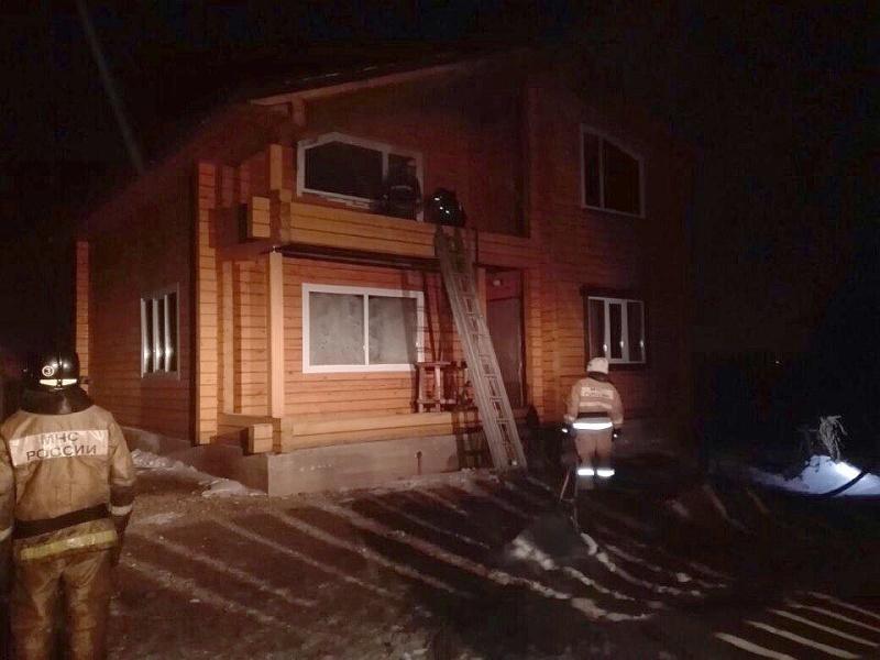 Черногорские пожарные потушили мансарду частного дома