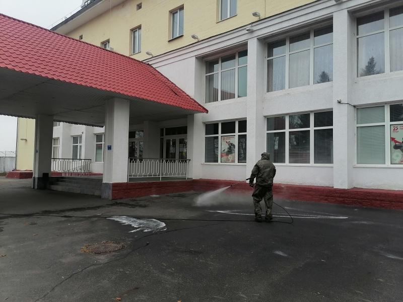 Курские спасатели проводят дезинфекцию  объектов и территорий областного центра