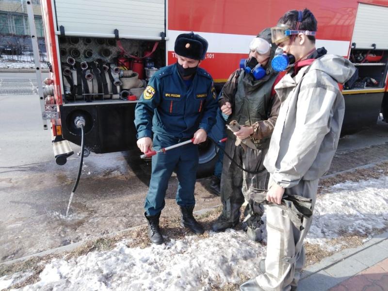 В Хабаровске продолжается проведение дезинфекции и обработки учреждений и пожарно-спасательных подразделений