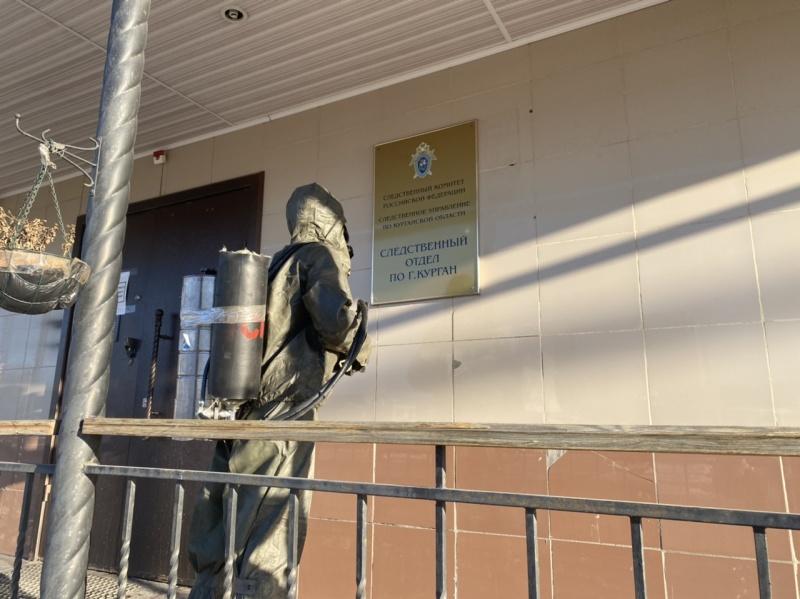 В Зауралье сотрудники МЧС России продолжают дезинфекцию объектов с массовым пребыванием людей