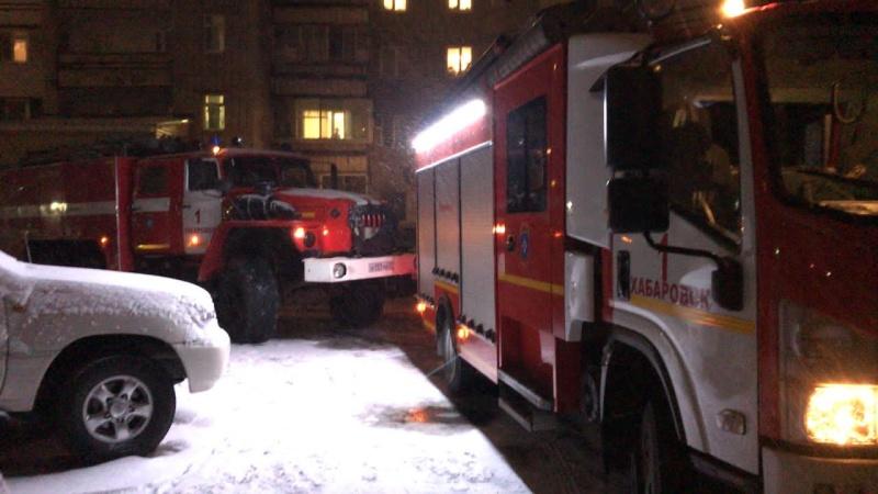 Хабаровские пожарные вывели пятерых человек из задымленного подъезда