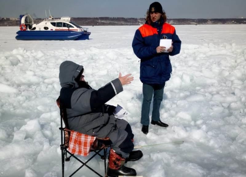 С начала года гибель людей на водоемах снизилась, однако сейчас наступил опасный период угрозы провала под лёд