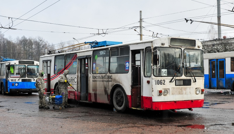 В Брянске продолжается дезинфекция общественного пассажирского транспорта