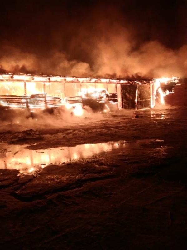 В Киренском районе ликвидируют последствия крупного пожара на пилораме
