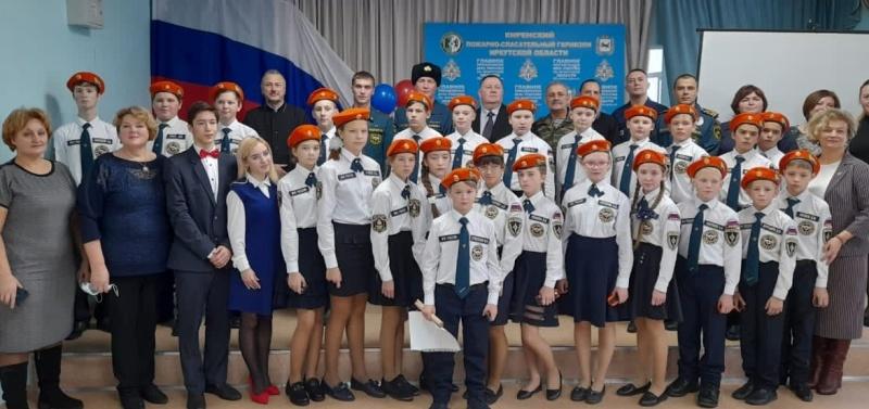 В Киренской средней школе № 1 прошла торжественная церемония посвящения учащихся в кадеты класса МЧС