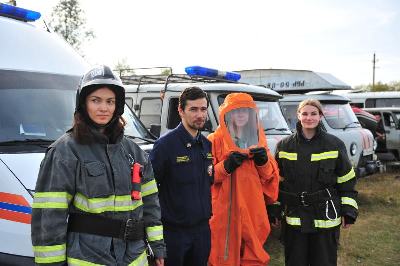 Главное управление МЧС России по Брянской области поздравляет друзей-волонтеров с праздником!