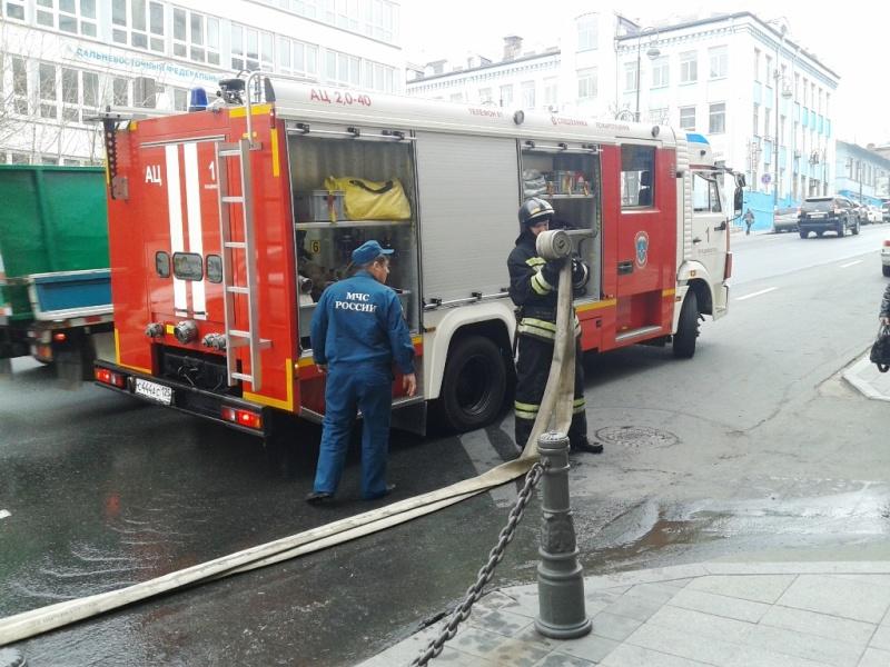 Во Владивостоке ликвидирован пожар в административном здании