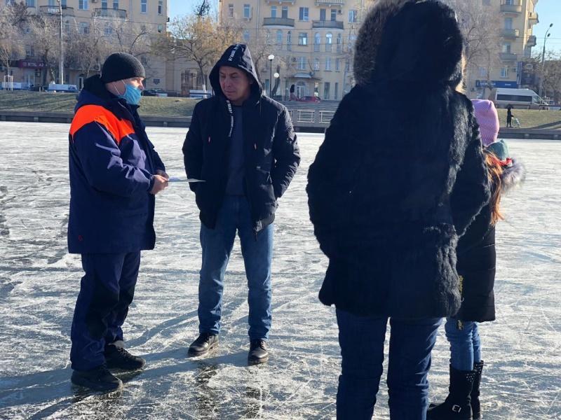 Спасатели предупреждают: выходить на лёд опасно!