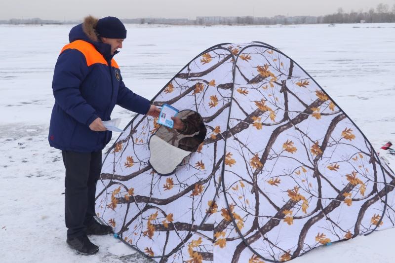 Лёд на водоемах Хакасии понемногу набирает прочность