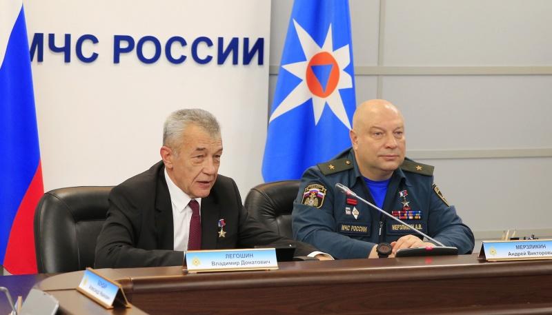 МЧС России организован «круглый стол» ко Дню Героев Отечества