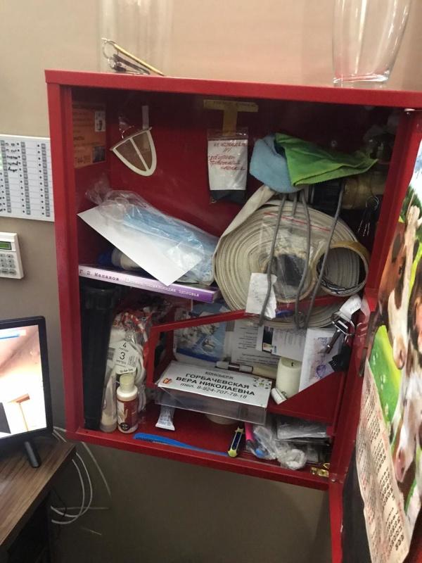 Множество нарушений требований пожарной безопасности выявлено при внеплановой проверке многоквартирного дома в областном центре