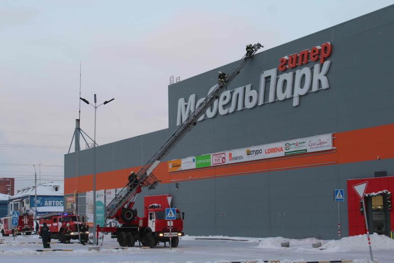 В Томске прошли пожарно-тактические учения в крупном торговом комплексе