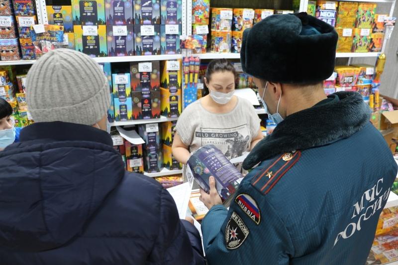 В Хакасии проходят профилактические мероприятия в местах торговли пиротехникой