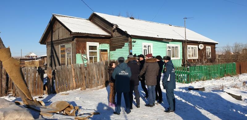 Рейд с электросетевой компанией прошёл в посёлке Грановщина для профилактики пожаров по электротехническим причинам