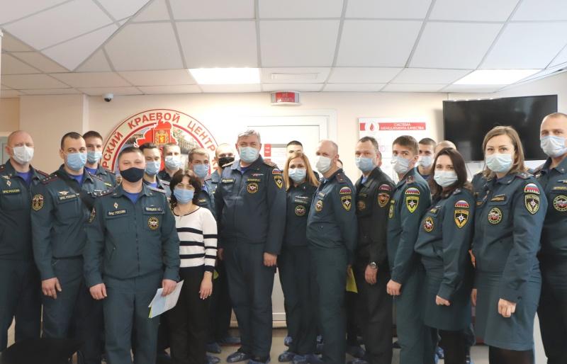 Сотрудники МЧС пополнили краевой банк крови (фото)