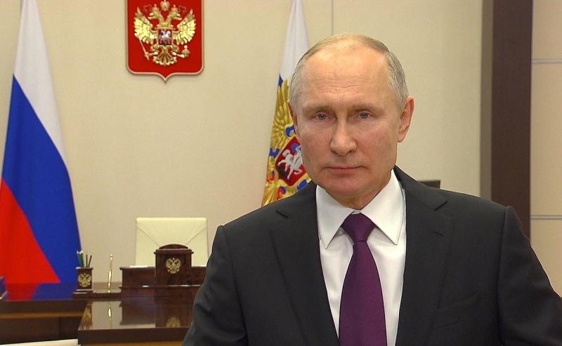 Президент Российской Федерации Владимир Путин поздравил сотрудников и ветеранов МЧС России с Днём спасателя
