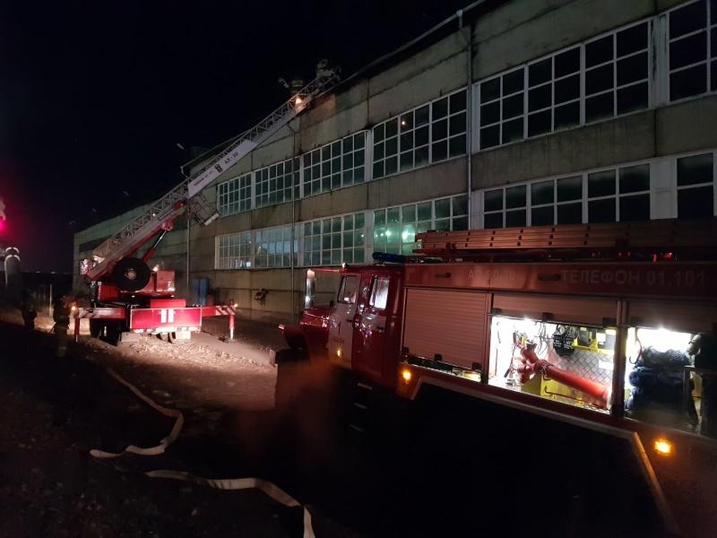 В Усть-Абаканском районе огнеборцы ликвидировали пожар на крыше локомотивного депо