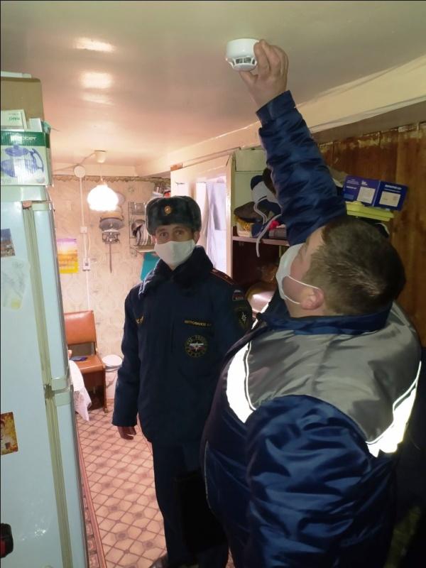 В Костромской области проводится работа по установке автономных дымовых пожарных извещателей многодетным семьям.