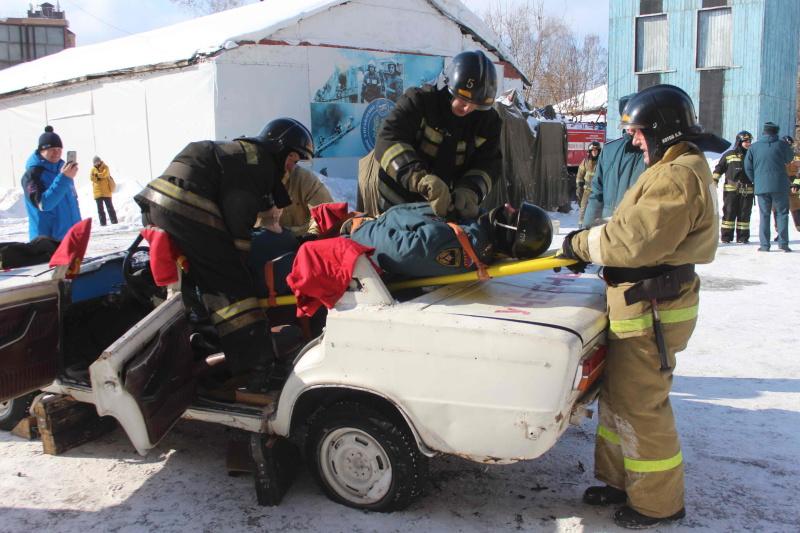 Первый этап соревнований на звание «Лучшая команда МЧС России по проведению аварийно-спасательных работ при ликвидации чрезвычайных ситуаций на автомобильном транспорте» (6 марта 2020 года)
