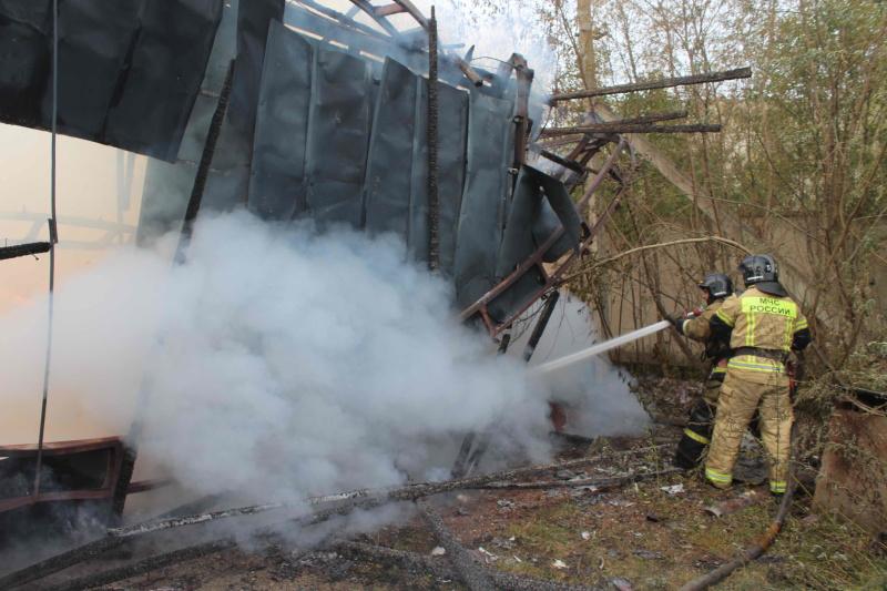 Пожар в складском ангаре на ул. Высоцкого (11 сентября 2020 года)