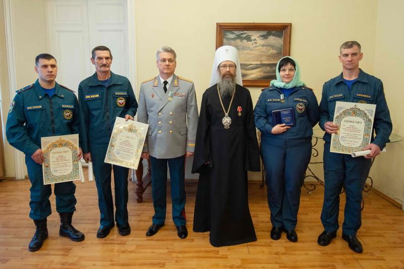 Митрополит Томский и Асиновский Ростислав поздравил спасателей с профессиональным праздником (25 декабря 2020 года)