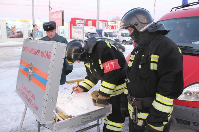 Пожарно-тактические учения в торговом центре «Стройпарк» на ул. Пушкина (16 декабря 2020 года)