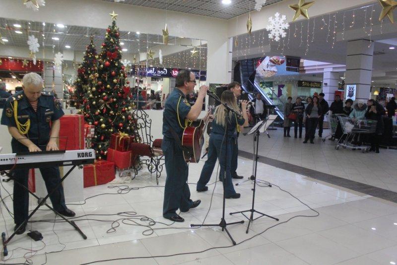 22 декабря, выступление вокально-инструментальной группы Главного управления МЧС России по Оренбургской области «Встреча»