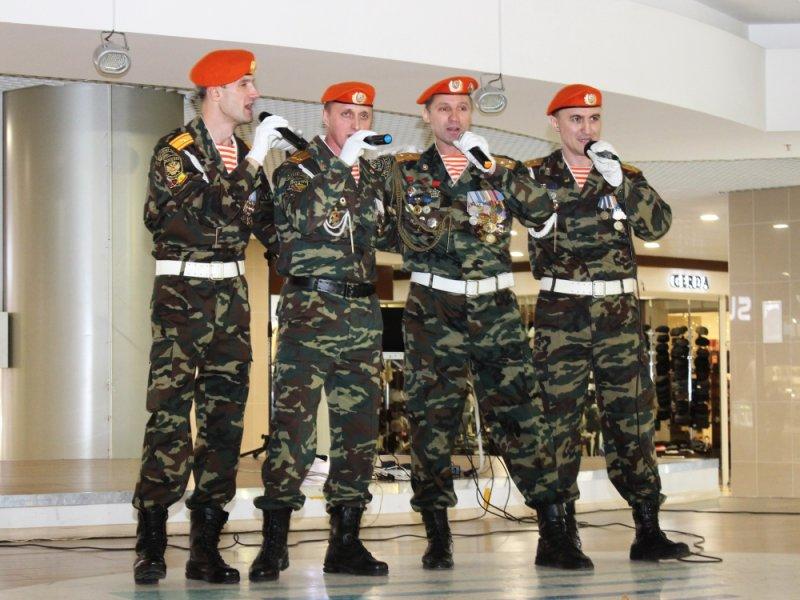 24 декабря, выступление вокально-инструментального ансамбля Главного управления МЧС России по Чувашской Республике «Служу Отечеству»