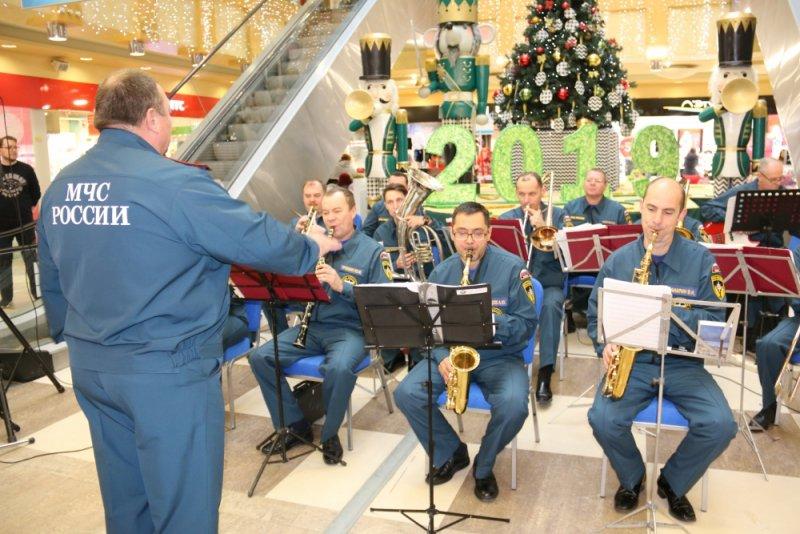 26 декабря, выступление оркестра Главного управления МЧС России по Калужской области